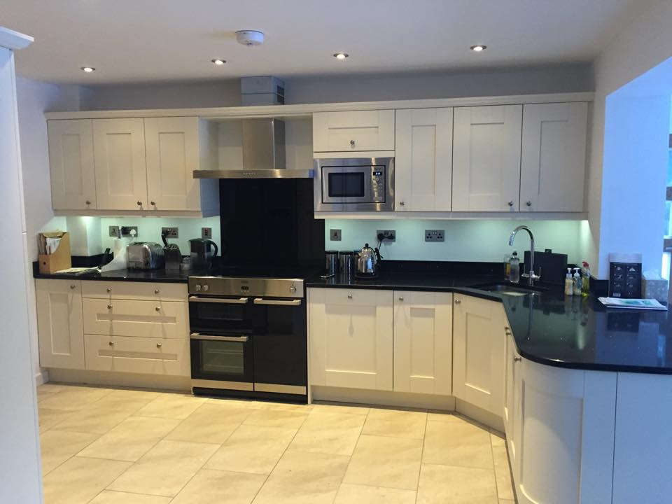 Fitted kitchen in clent worcestershire the gallery for Oak fitted kitchen