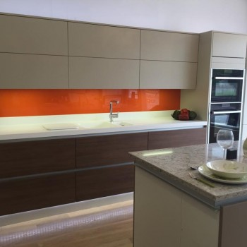 Handle-less kitchens - Linear display