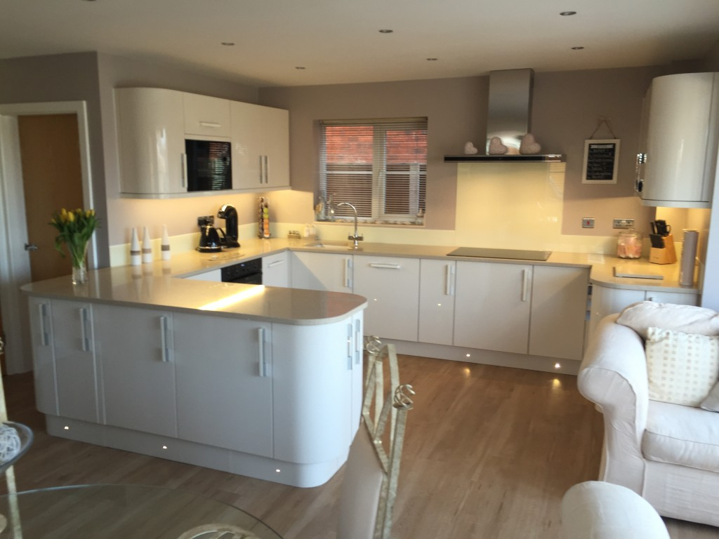 Fitted kitchen in Wall Heath - Gloss ivory