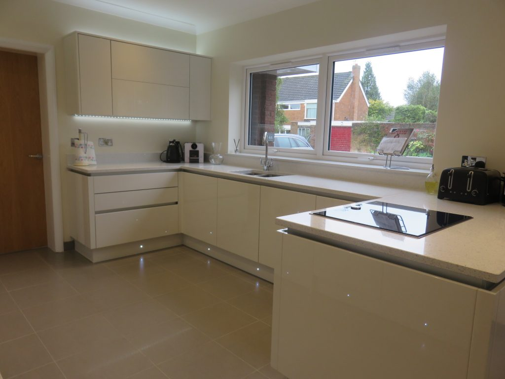 Fitted kitchen in hagley near stourbridge cosdon door for Fitted kitchens uk