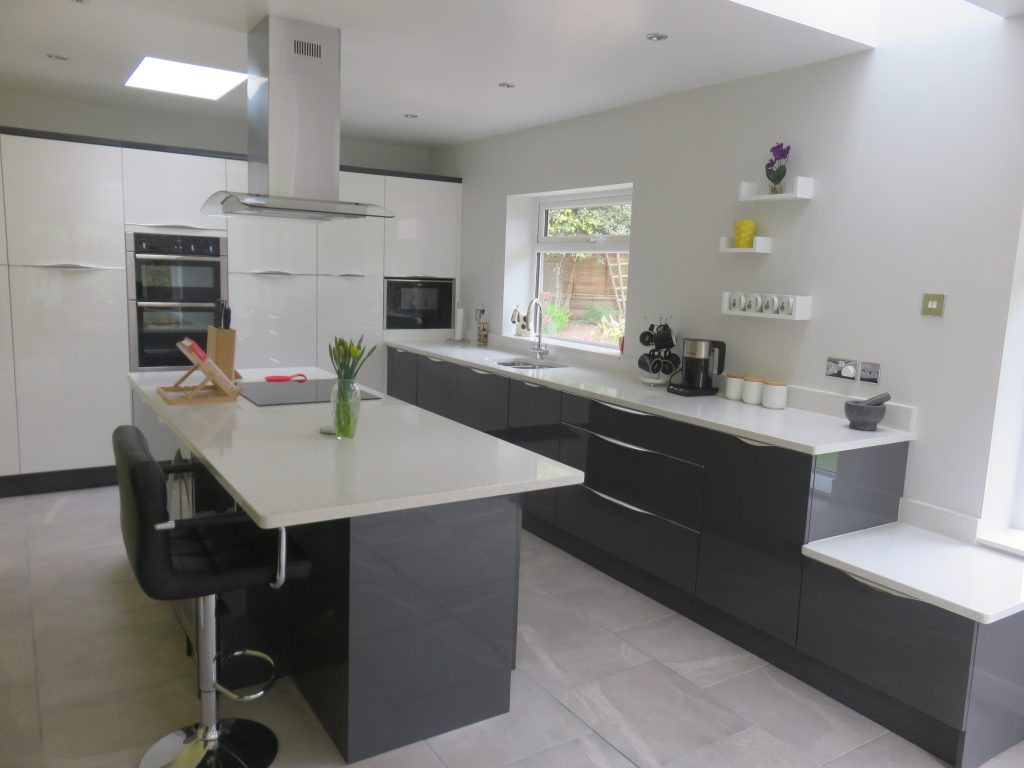 Gloss White Amp Anthracite Inline Kitchen With Wave Handle
